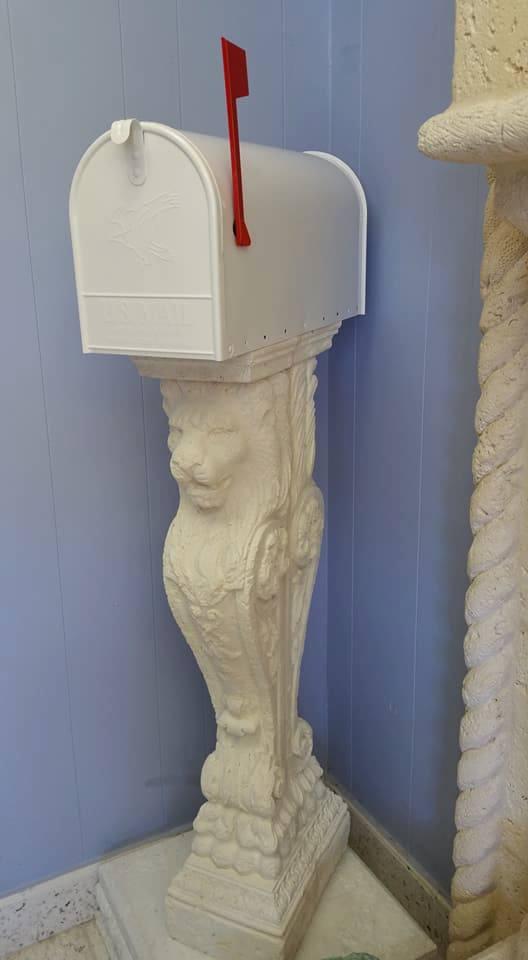 Lion Mailbox1