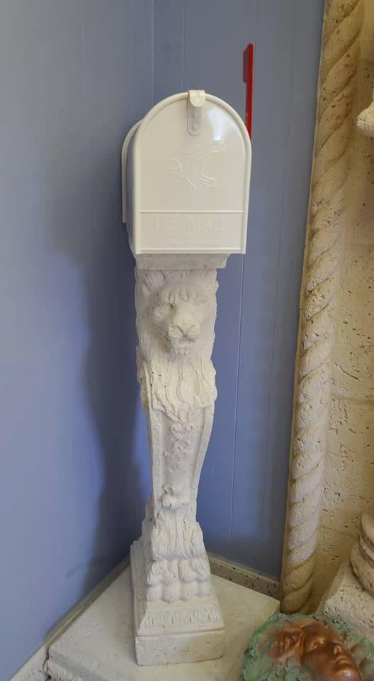 Lion Mailbox2